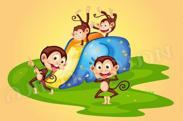 קופים בגן משחקים